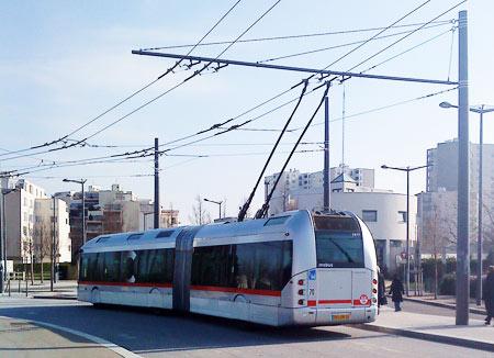 TCSP type trolleybus à Lyon/Vaulx en Velin  © BoDiAbLe
